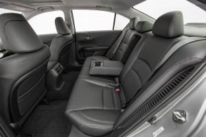 14-Accord-hybrid-back-seats