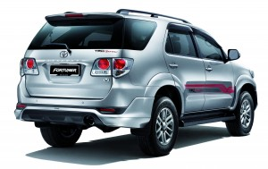 toyota-fortuner-2.5-trd-sportivo-rear